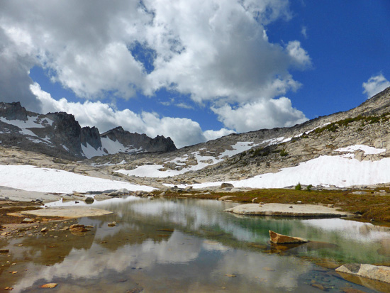Open alpine travel on the Enchantment Lakes Loop